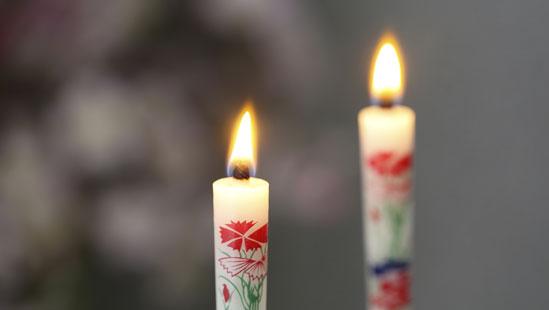 当社は、明治23年の創業以来百年以上この新潟の地で和蝋燭を作り続けております。